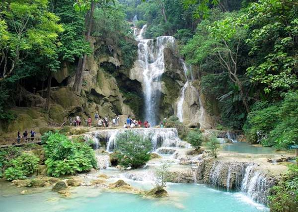 Kuang Si, the waterfall that makes you fall in love with