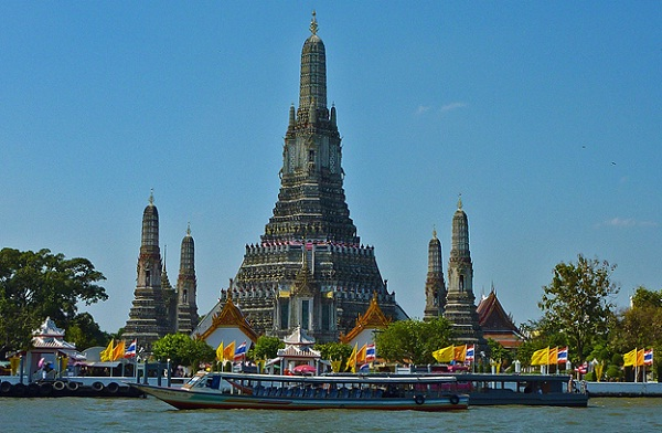 Cruising on Chao Phraya River is a good choice for sight-seeing