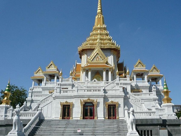 Front of Wat Traimit Temple