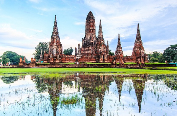 Ayutthaya is a group of ancient ruins and the old temples, monasteries and fortresses