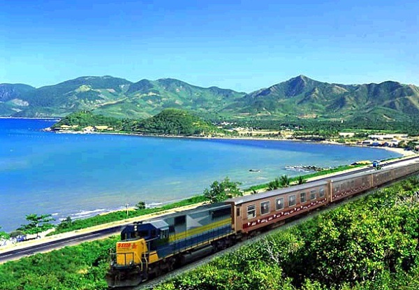 Tourists can choose train as means of transportation to Danang