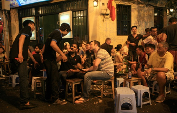 Ta Hien, a famous beer street in Hanoi