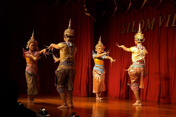 A traditional Thai dance lively performed by talented artists