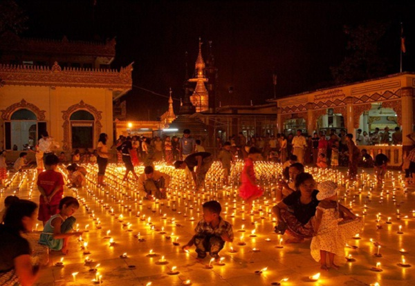 Thadingyut, festival of lights in Myanmar you must see