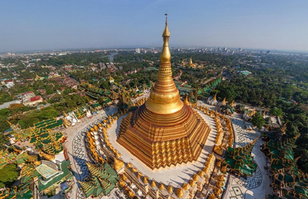 Shwedagon Pagoda, symbol of the Yangon city
