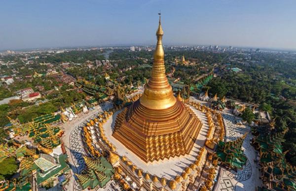 Shwedagon Pagoda, symbol of the Yangon city