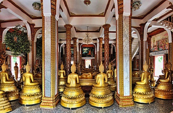 There are many statues placed in Wat Chalong