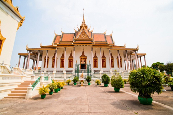 Cheap places to travel in Cambodia