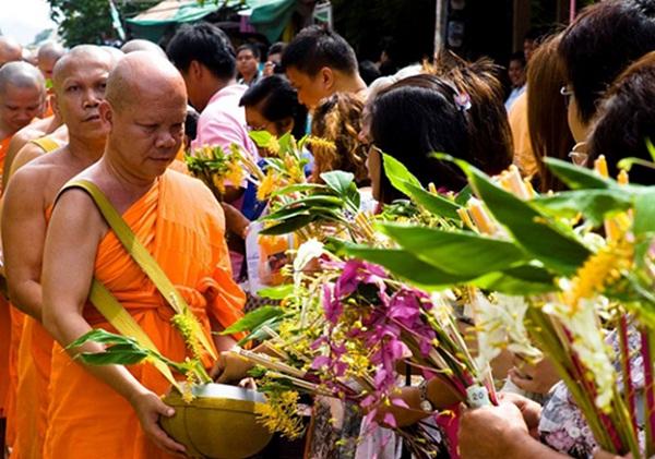 Bun Khao Phansa festival