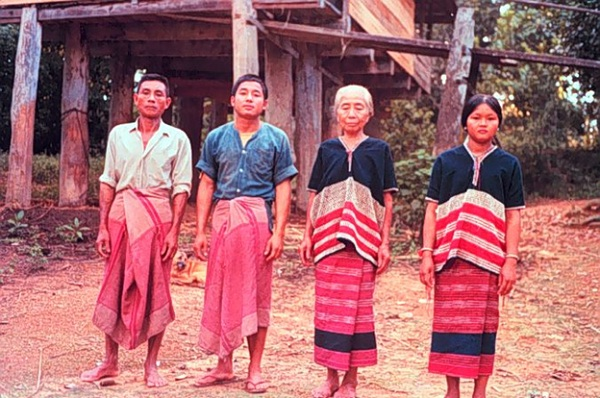 Burmese men and women wear longyi