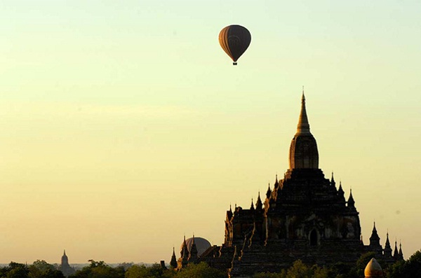 Myanmar-unconventional honeymoon