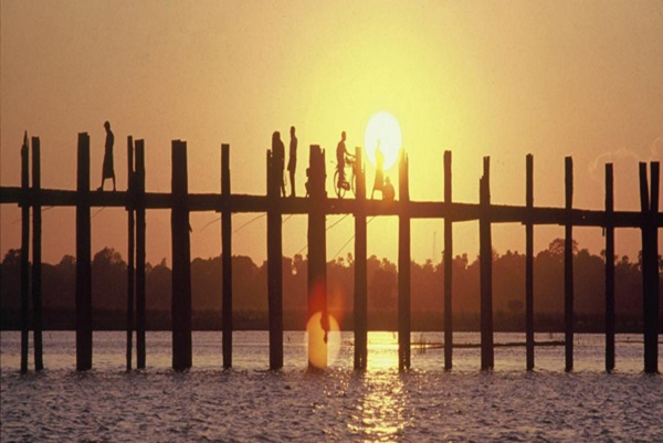 Spectacular sunset at the U Bein Bridge