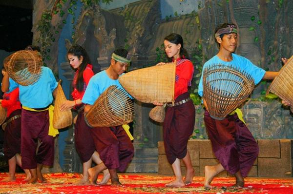 Khmer folk dance