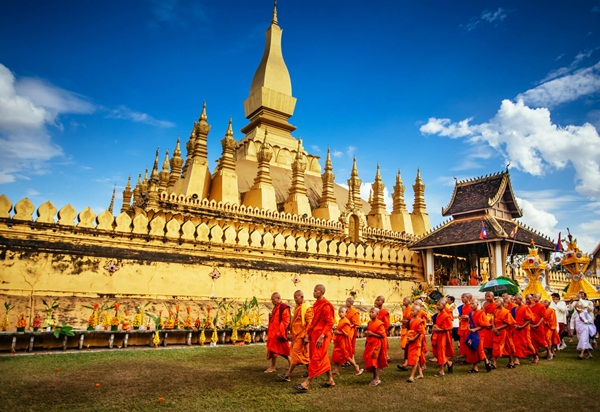 The sacred procession in the Pha That Luang Festival