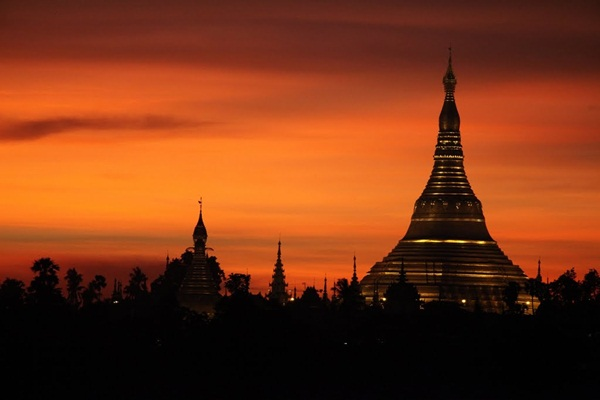 Wonderful sunset at Shwedagon Pagoda