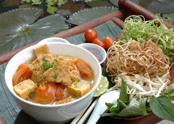 Bun Rieu, shrimp paste and bean sprouts