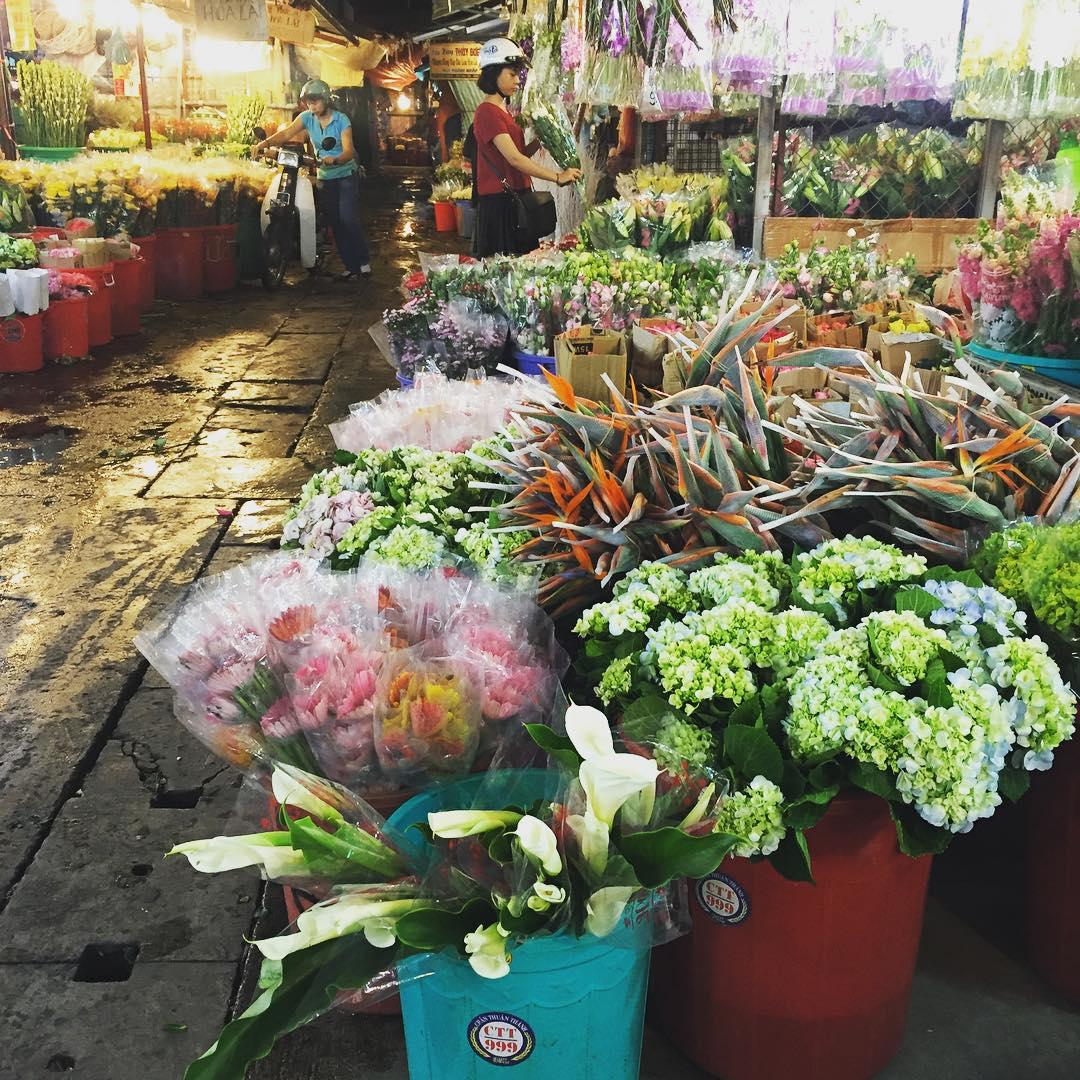 Ho Thi Ky flower market at the midnight