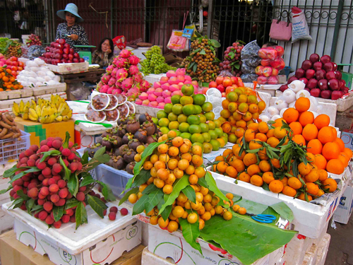 Lychee, orange, dragon fruit, bananas… in fruit market in Phnom Penh