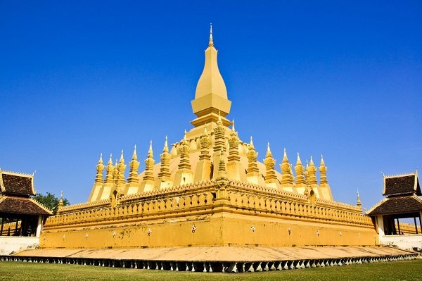 Pha-That-Luang-a-great-Buddhist-symbol-in-Vientiane-Laos