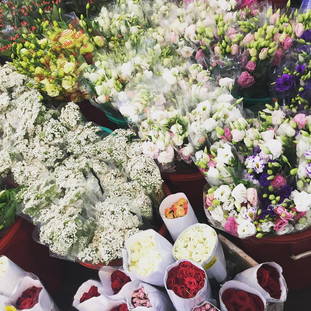 The colorful flowers in Ho Thi Ky flower market will impress you at the first time