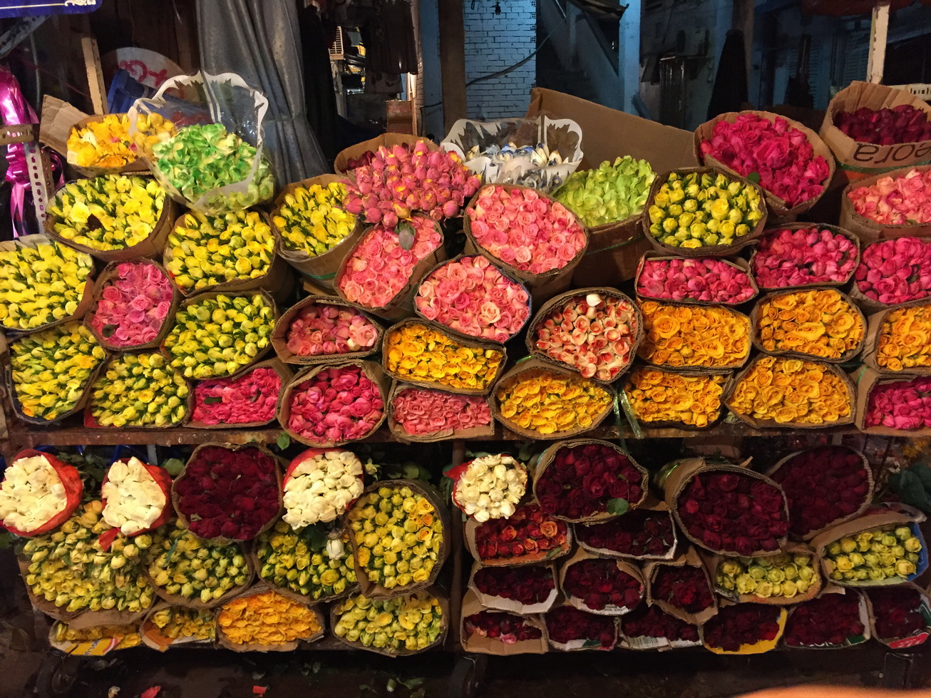 There are many kinds of flowers in the Ho Thi Ky flower market