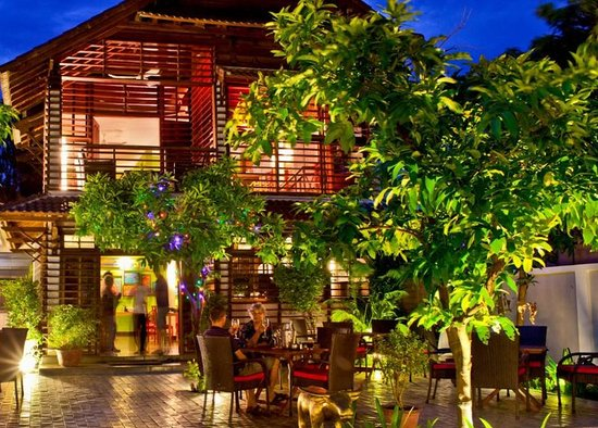 Marum Restaurant in Siem Reap with a warm atmosphere is an ideal stopover point