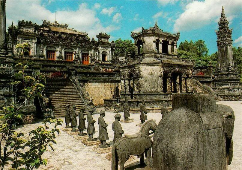 Discover Hue's royal tomb