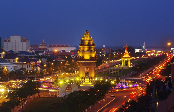 The-beauty-of-Phnom-Penh-at-night