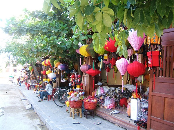 Unique-lanterns-are-sold-on-the-street-in-Hoi-An