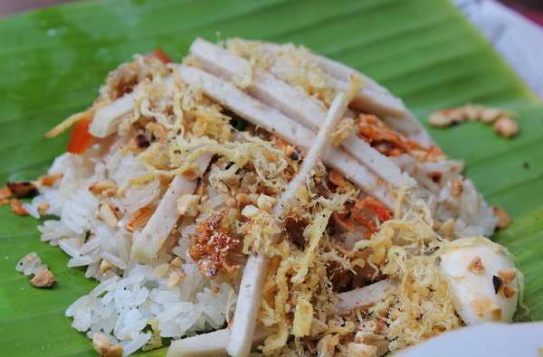 Sticky rice with various toppings