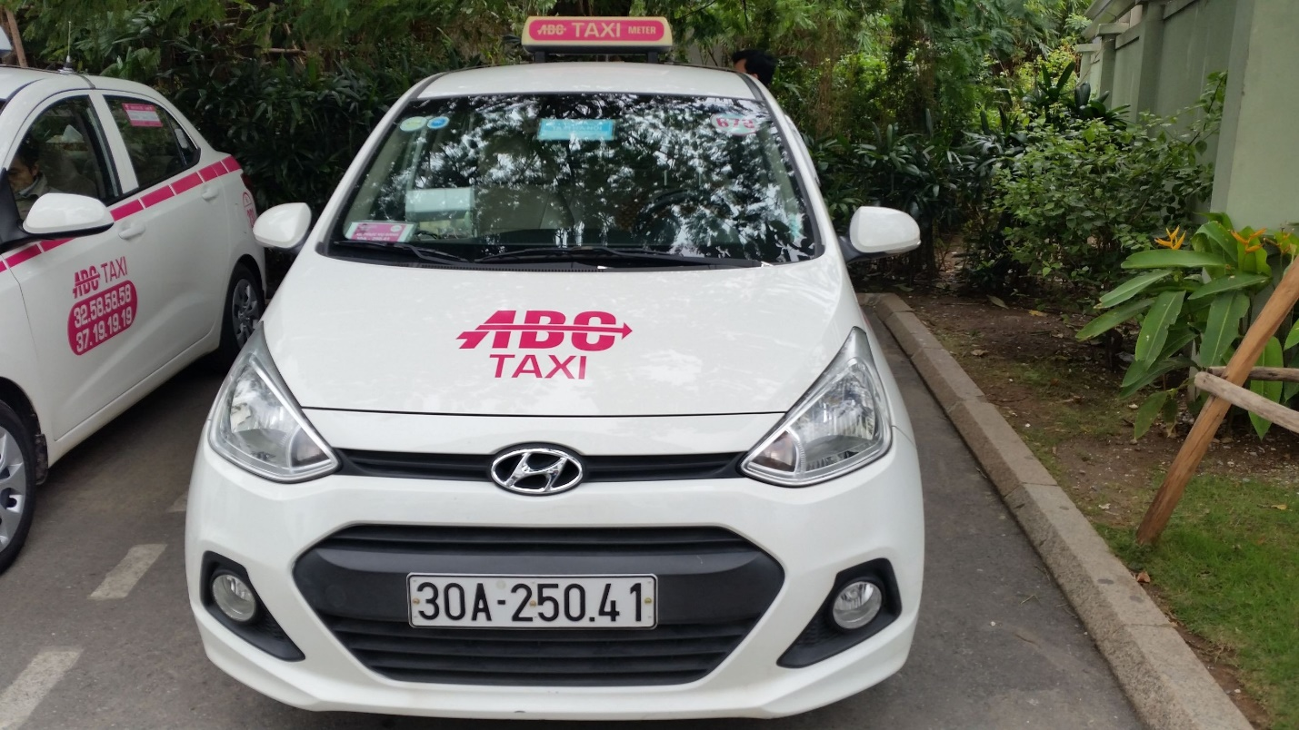Tourists can choose ABC taxi as the cheap mean of transportation when moving around Hanoi