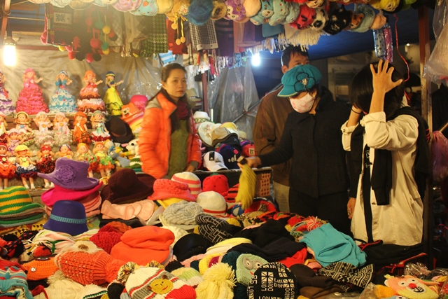 Night market is a good place for your shopping