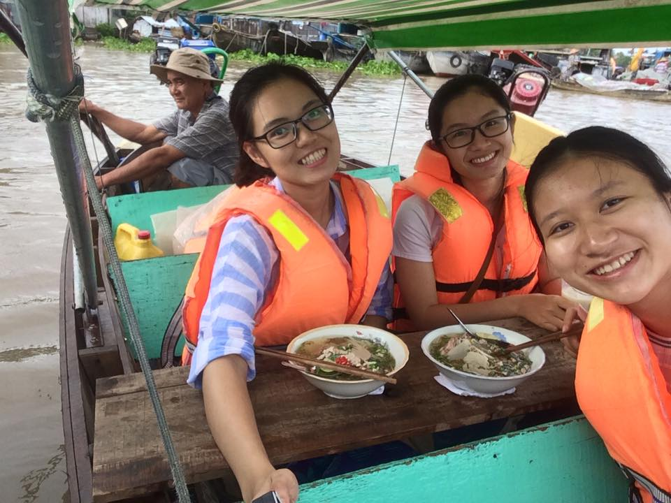 Having breakfast in Cai Rang floating market worth your trying
