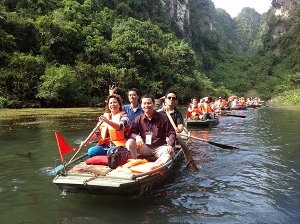 Let's enjoy Trang An boat tour