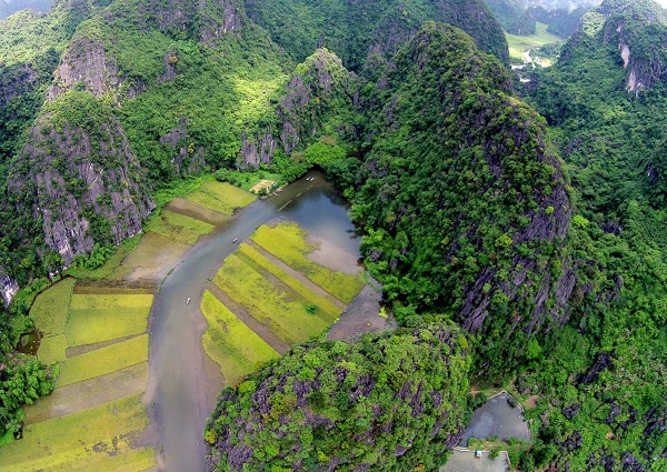 The-beauty-of-Trang-An-seen-from-above