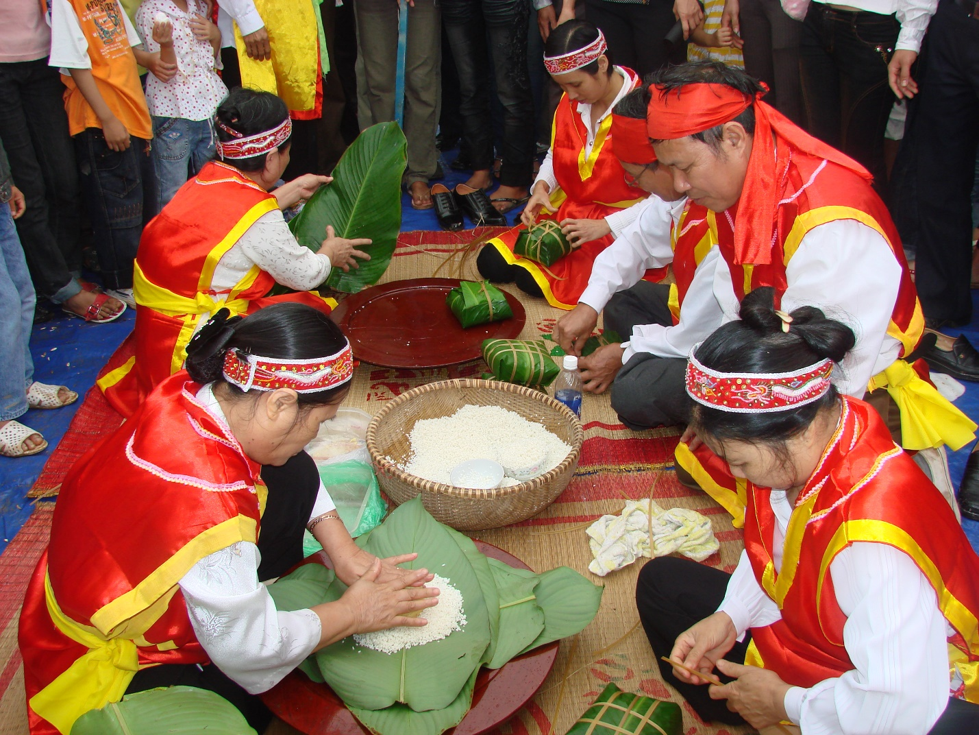 Banh Chung- making contest in festival