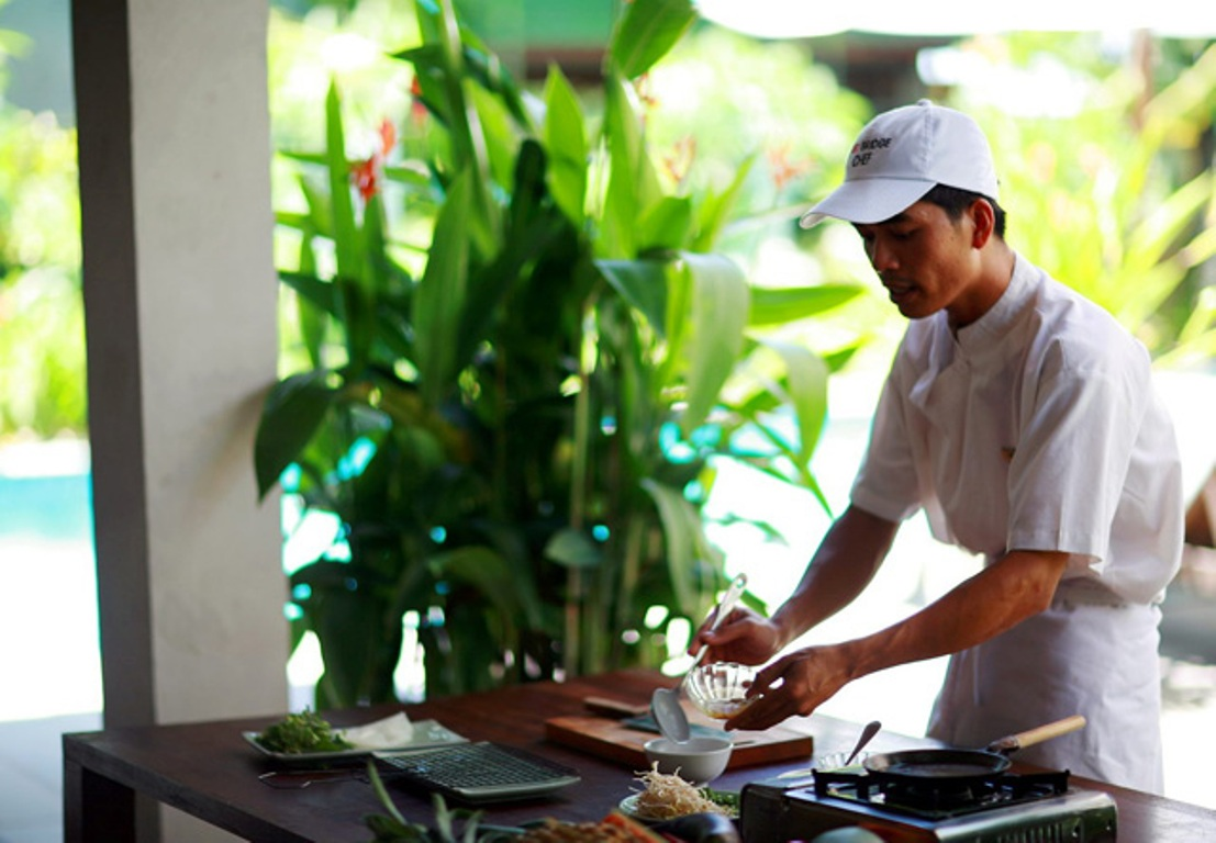 Class cooking in Hoi An