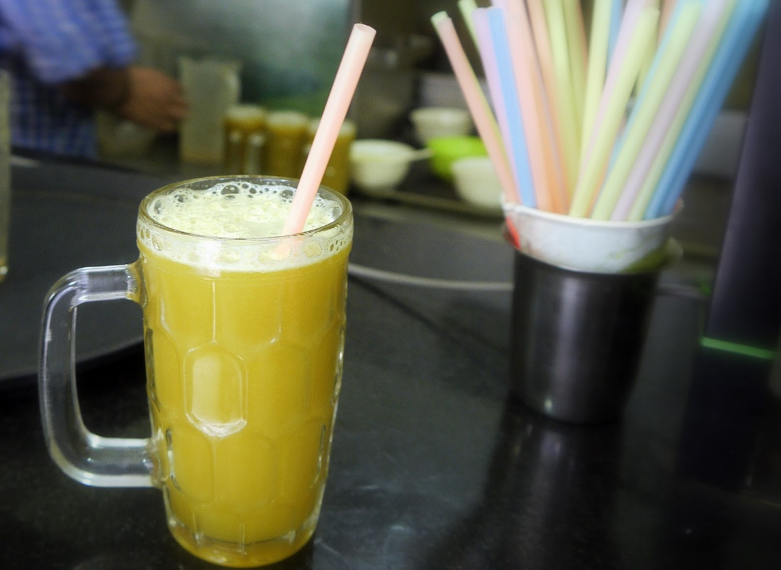 Enjoy sugarcane juice in all corner in Vietnam