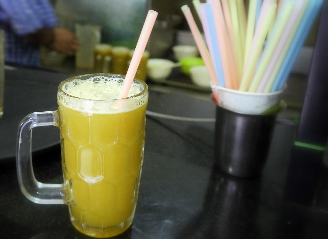 Enjoy sugarcane juice in all corner in Vietnam