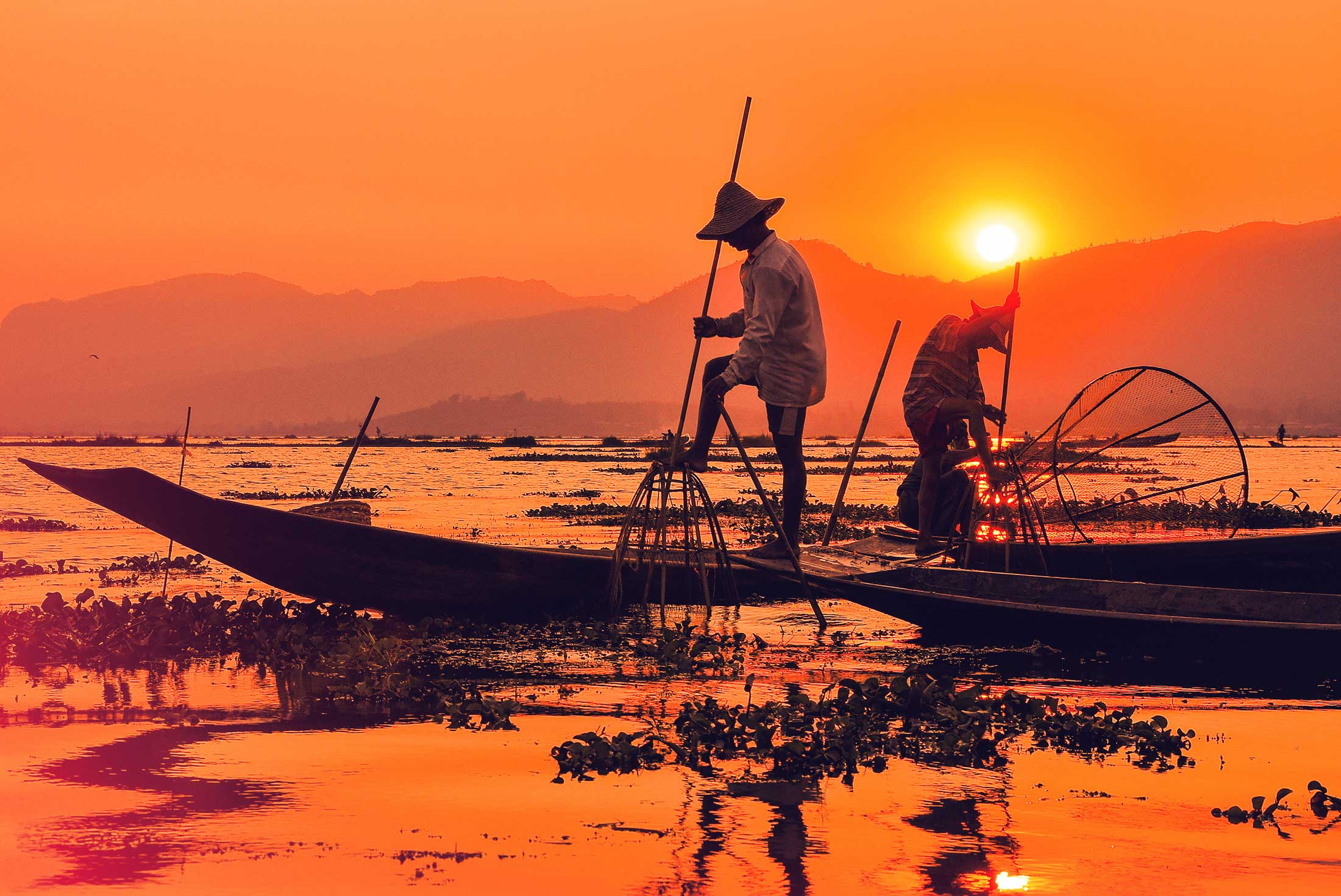 Inthar fishermen go fishing by one leg in the sunrise
