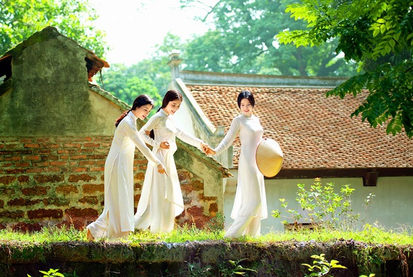 Ao Dai Makes Vietnamese women more attractiveAo Dai Makes Vietnamese women more attractive