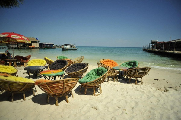 Cute-chairs-for-tourists-to-relax-and-sunbathe-among-Koh-rong-beach1