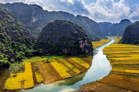 Flock To Tam Coc in September For Its Stunning Beauty