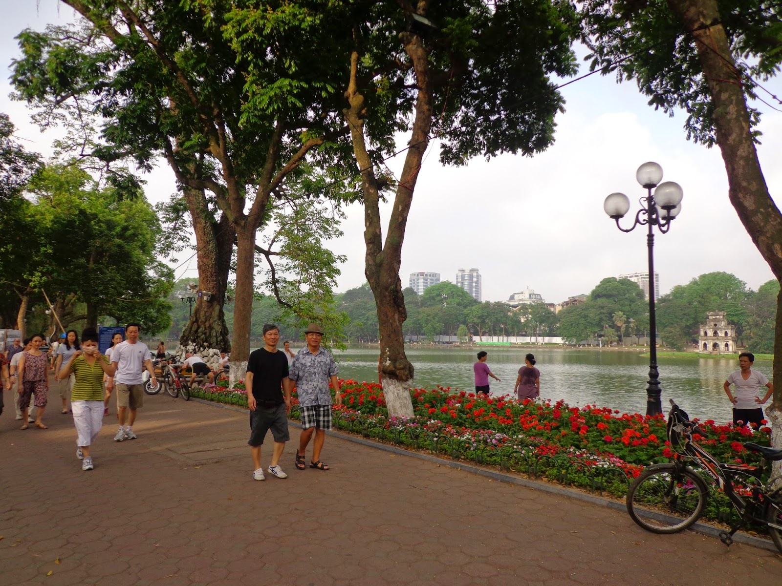 Stroll around Hoan Kiem Lake