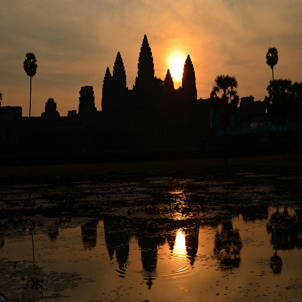 Watching sunset in Angkor Wat