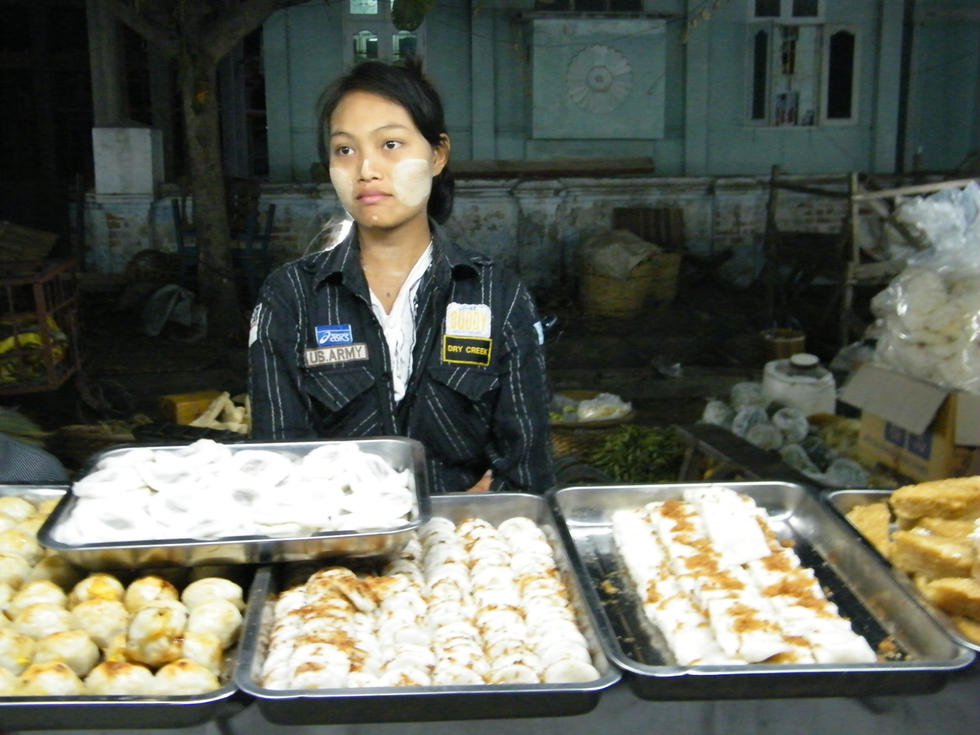 Desserts to try in Mandalay night market