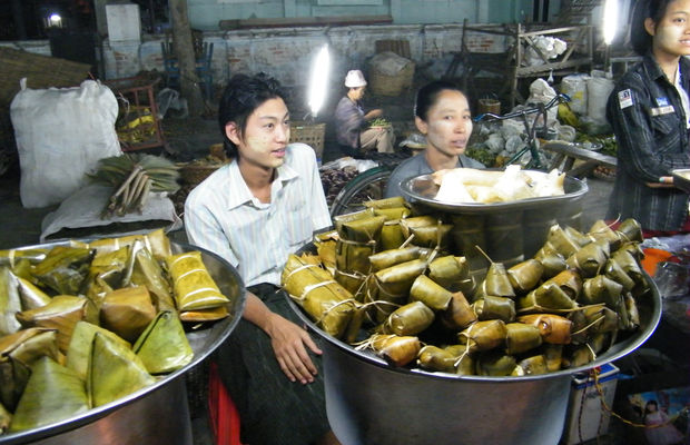 Mandalay night market is paradise for foodie