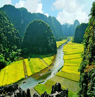 Tam-Coc-is-like-Halong-bay-on-the-land-in-Vietnam