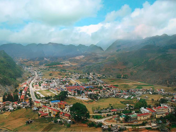 The view of Meo Vac town