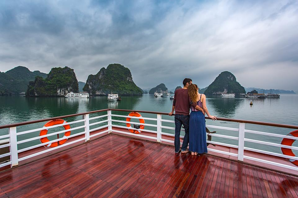 enjoy cruise in Halong